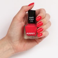 Ein Anwendungsbild des ANNY Nagellacks Baywatch at Sunset